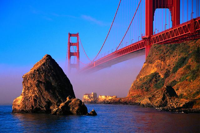 Vẻ đẹp của Golden Gate bị sương mù bao phủ