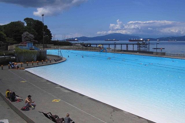 Bãi biển Kitsilano thu hút đông đảo du khách ghé thăm
