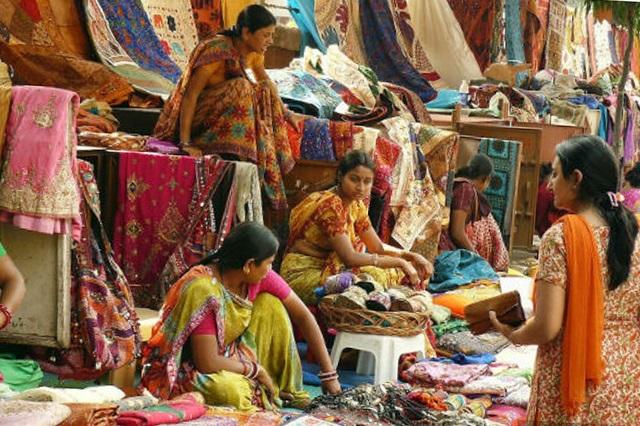 Khung cảnh một gian hàng vải ở Bangalore, Ấn Độ