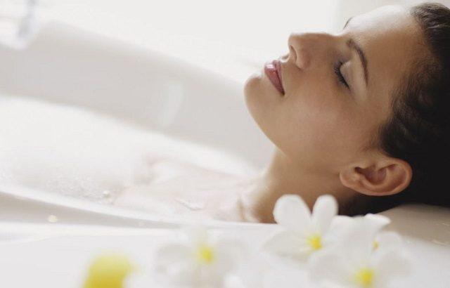 Lợi ích của việc tắm nước nóng trong bồn