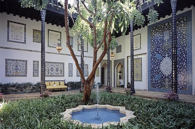 Kiến trúc độc đáo là yếu tố thu hút du khách đến với Shangri La