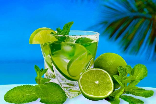 Không chỉ là thức uống giải nhiệt trong ngày hè, nước chanh còn có thể giúp bạn hạn chế các cơn chướng bụng đầy hơi khó chịu