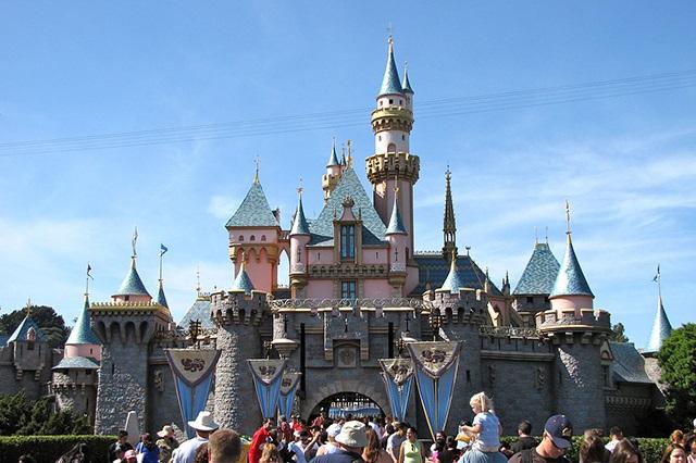 Công viên Disneyland thu hút hàng ngàn lượt khách mỗi năm