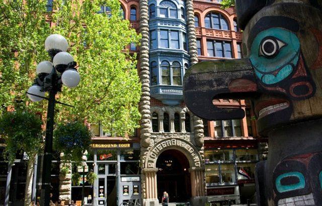 Có một quảng trường cổ kính giữa lòng Seattle hiện đại