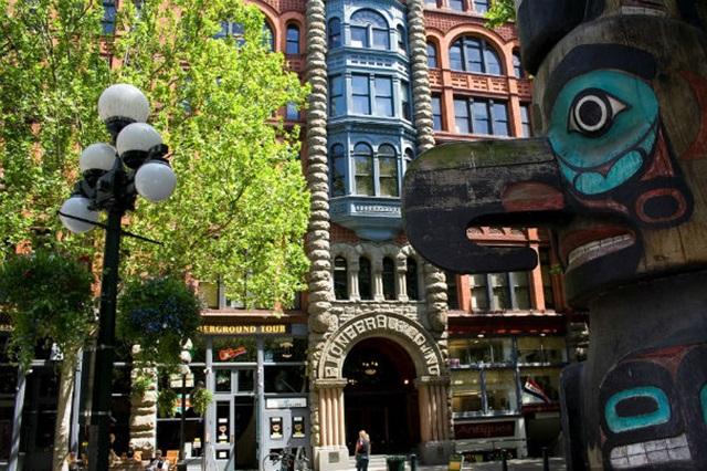 Pioneer – quảng trường cổ giữa lòng thành phố hiện đại