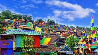 Giới trẻ rủ nhau check–in rần rần ngôi làng cầu vồng ở Indonesia