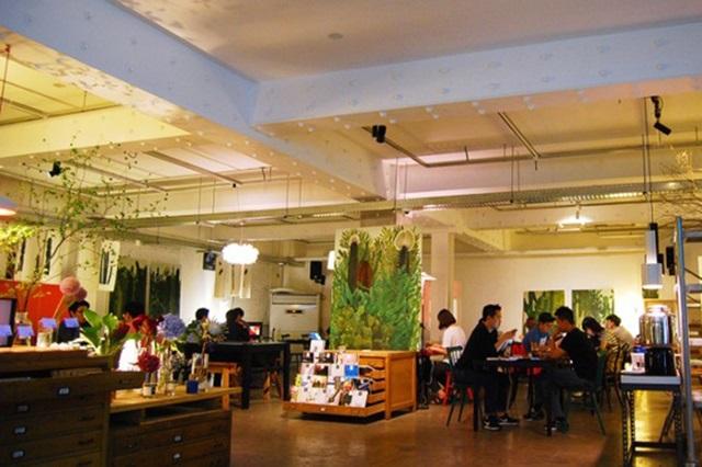 Một quán café nhỏ ở khu vực gần ga Seongsu