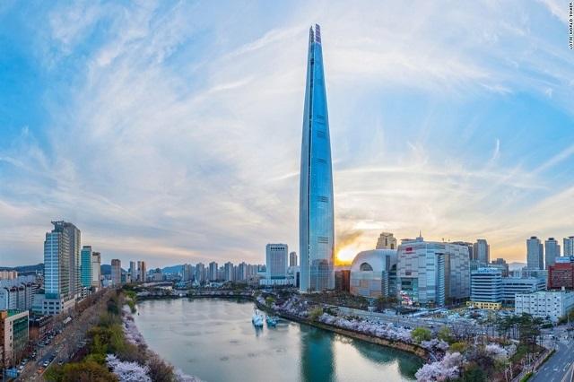 Lotte World Tower trở thành tòa nhà cao thứ 5 trên thế giới