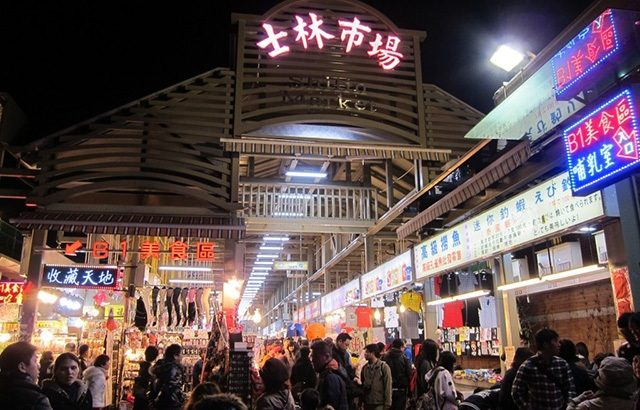 """""""Oanh tạc"""" chợ đêm Sỹ Lâm, Đài Bắc"""