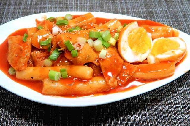Tteokbokki hứa hẹn sẽ là một món ăn tuyệt hảo đánh gục kích thích vị giác của nhiều du khách