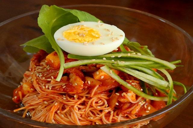 """Bibimyeon - Một trong những món ăn """"quốc dân"""" của người Busan"""