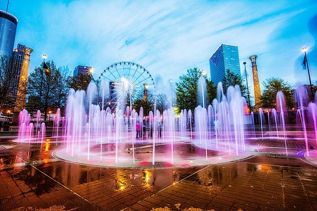 Olympic Centennial có đài phun từ hơn 250 tia nước mỗi vòng tròn có đường kính 8 mét