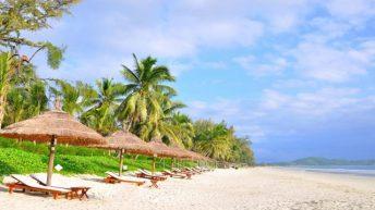 Những bãi biển hút khách nhất vào mùa tết ở Nha Trang